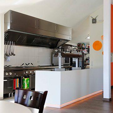 Unser Küchenchef kümmert sich um Ihr leibliches Wohl.